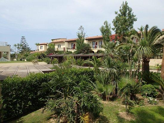 Minos Mare Hotel: toiture de la terrasse du  restaurant
