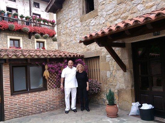 Posada La Solana: Terraza exterior y puerta lateral de acceso