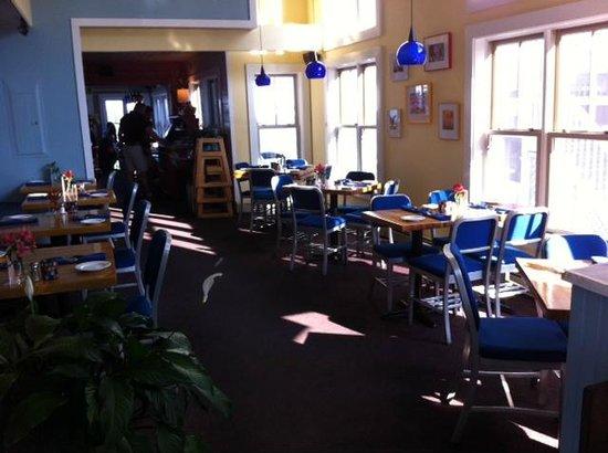 Bayside Betsy's Restaurant : Front dinning room