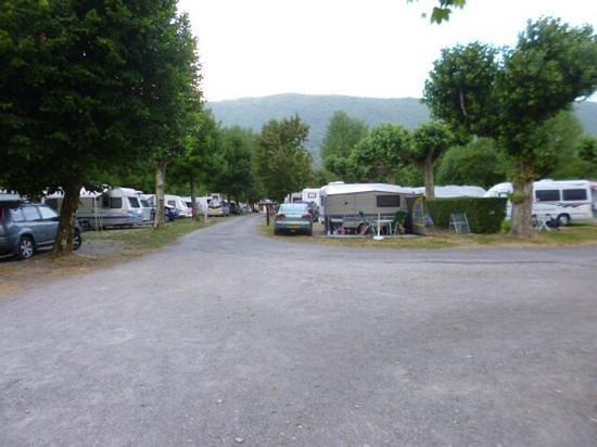 Camping les Rives du Lac: vue sur le camping