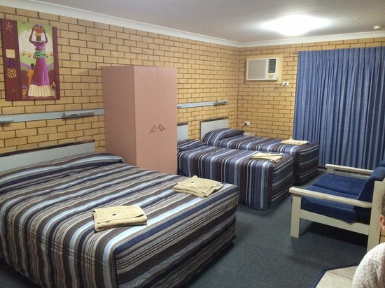 Tallarook Motor Inn: Our Room - downstairs (angle 2)
