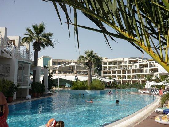 Paloma Pasha Resort : Piscine + le bar en haut