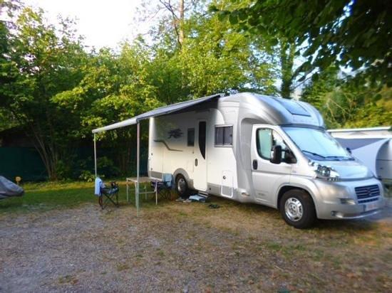 Camping les Rives du Lac: notre emplacement de camping-car super calme