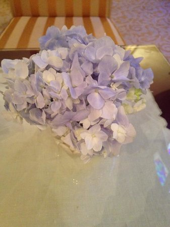 Sirkeci Mansion: fresh flowers in lounge