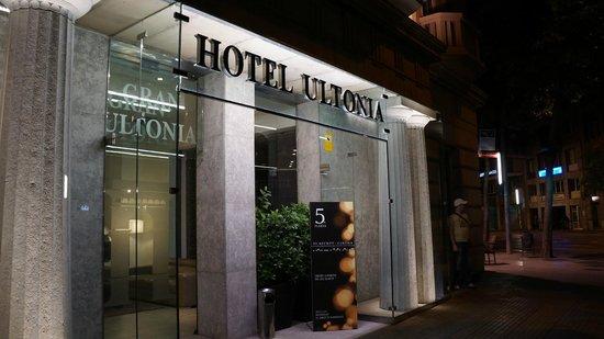 Hotel Ultonia Girona: вход