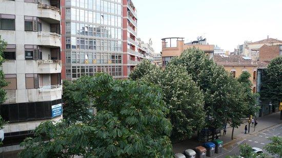 Hotel Ultonia Girona: вид из окна