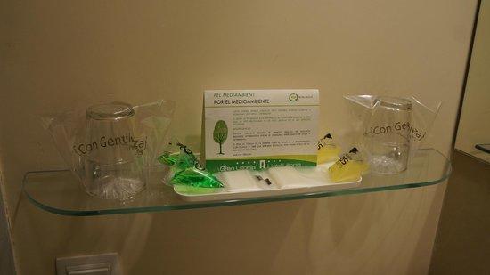 Hotel Ultonia Girona : ванные принадлежности
