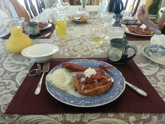 The Queen's Residence B&B: BREAKFAST