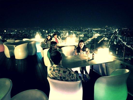 Baiyoke Sky Tower: Cozy open air skybar