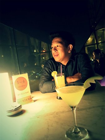 Baiyoke Sky Tower: It does not hurt with a cocktail in hand, or two...