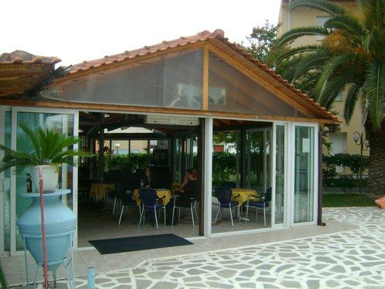 Marialena Hotel: pool bar