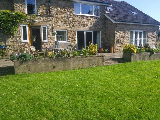 Millbrook Bed & Breakfast: back garden