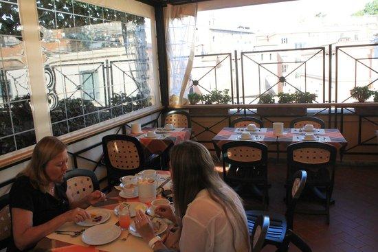 Apollo Hotel: Coffee break terrace