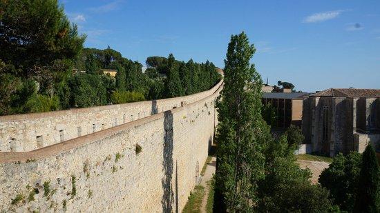 Paseo de la Muralla (Passeig de la Muralla): вид на переход