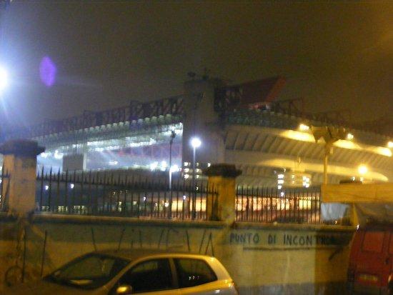 Stadio Giuseppe Meazza (San Siro): San siro by night