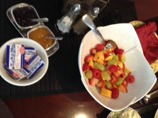 Driftwood Heights B & B: Fresh sliced fruit before each breakfast!