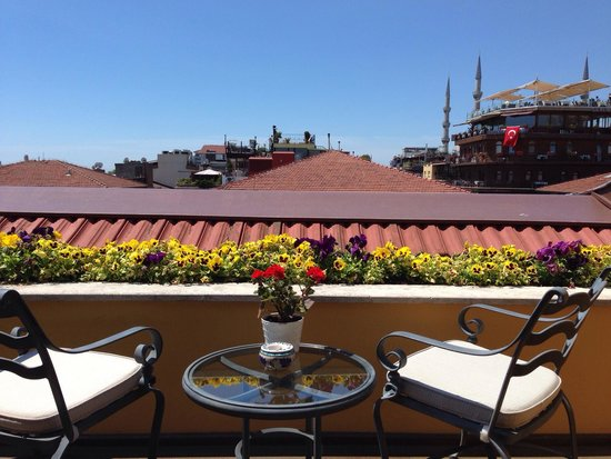 Four Seasons Hotel Istanbul at Sultanahmet: View from our room..lovely balcony with a view
