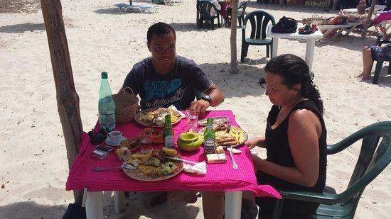 La Lagune : repas sur la plage