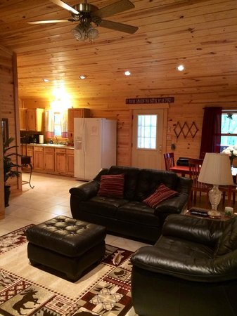 Country Charm Log Cabins: Living Room