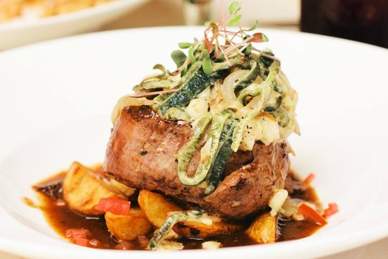 La Palapa: US choice filet mignon with roasted peppers and cabernet reduction