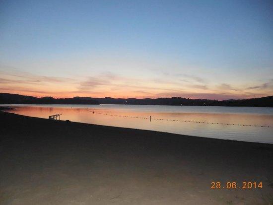 Hotel Spa Watel : Coucher de soleil sur la plage du Lac des Sables.