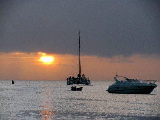 Chateau Mygo House of Seafood: Sunset