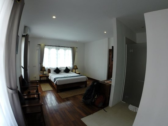 Apsara Centrepole Hotel : Deluxe Superior Room With Balcony