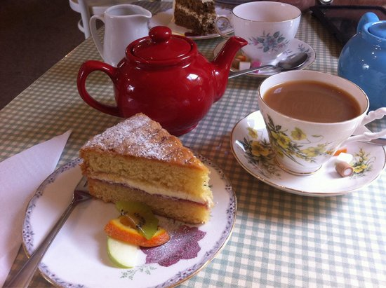 Tea at the Bridge: Tea and cake