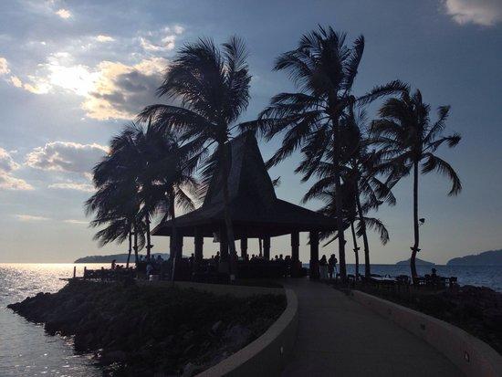 Sunset Bar at Shangri-La's Tanjung Aru Resort and Spa : The best place to unwind in Kota Kinabalu