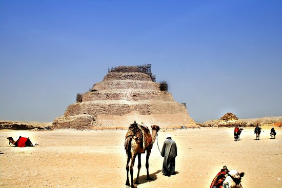 Saqqara (Sakkara) Pyramids: Piramide escalonada de Zoser en Saqqara