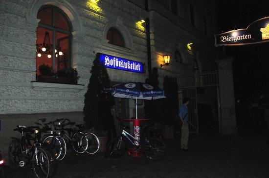 Hofbraukeller: Eingang zum Lokal