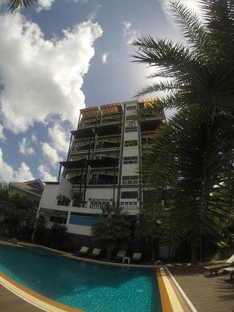 Dee Andaman Hotel : Pool Area