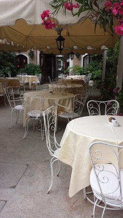 Hotel Al Sole: Lovely courtyard to eat breakfast