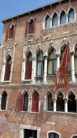 Hotel Al Sole : Hotel Windows