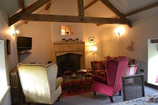 Falstone Barns: Classic Opulent living room