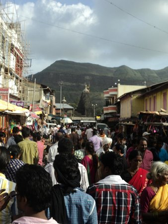 Trimbakeshwar Shiva Temple: Busy Rush to take darshan