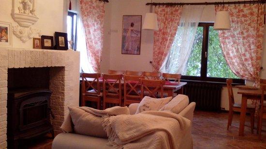 Staraya Provintsiya Guest House: Холл на 1-ом этаже