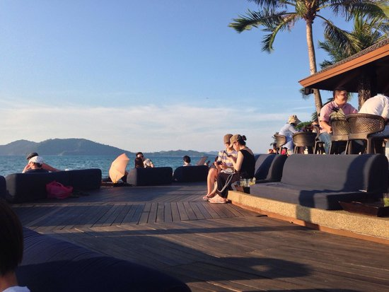 Sunset Bar at Shangri-La's Tanjung Aru Resort and Spa: Real comfort classy place