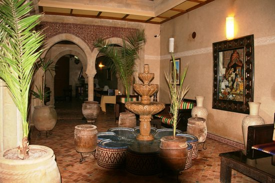 Riad Mimouna : Une partie du salon à l'entrée
