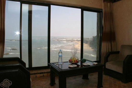Riad Mimouna : Baie vitrée de la chambre
