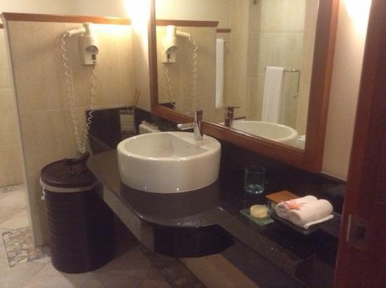 Kurumba Maldives : washroom