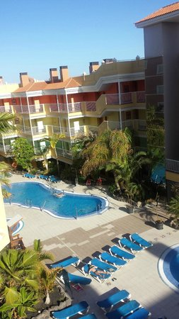 Hotel Costa Caleta : Day view