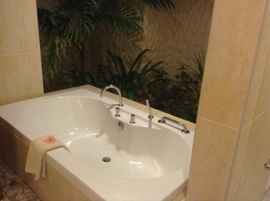 Kurumba Maldives : the bath