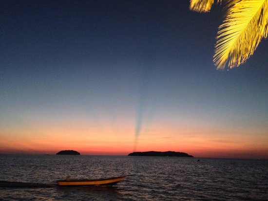 Sunset Bar at Shangri-La's Tanjung Aru Resort and Spa : The best place for sunset in KK