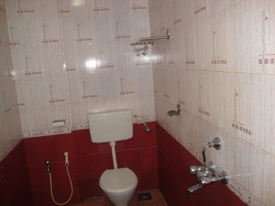 Hotel Colva Kinara: Neat and clean bathrooms