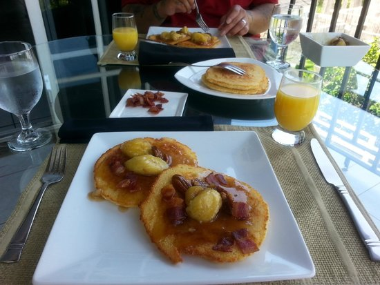 The Blue House Boutique Bed & Breakfast: Cassava pancakes with banana walnut topping and bacon.