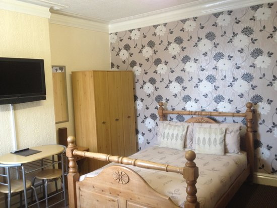 Phillips Apartments: Flat 4 bedroom/ lounge