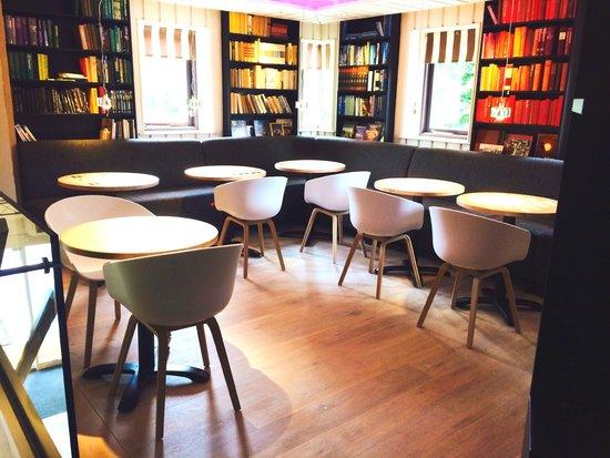 Hotel de Sterrenberg: Library