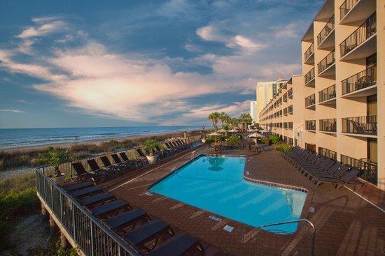 Compass Cove Oceanfront Resort: Schooner Pool Deck