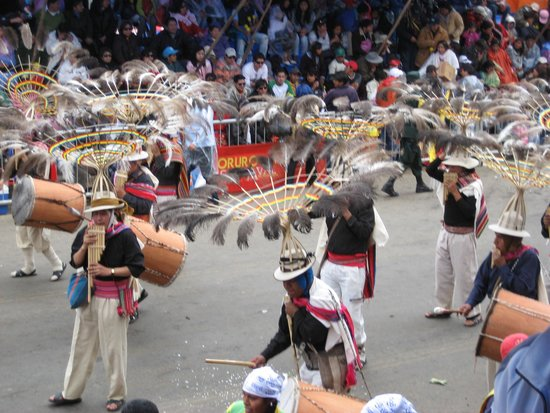 Carnaval de oruro: Sicuris dancers